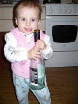 Даша с бутылкой вина