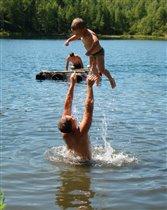 Хорошо летом на озере!