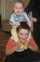 Играть с младшим братом очень весело!!!!!!