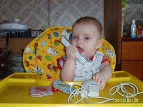 Старый телефон и 'мышь' - вот, что любит мой малыш