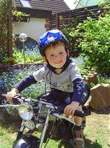 Эх, прокачусь  на мотоцикле старшего брата!