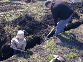 Только настоящий мужчина можеть выкопать такую яму