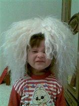 Дочка-крошка с прической увлеклась немножко...:)