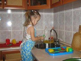 Ну и грязной посуды после еды накопилось!