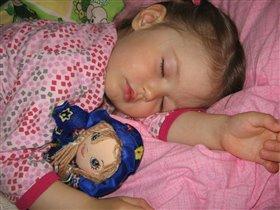 Лиза спит, Катя спит  - ночь пришла, спать велит..
