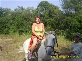 Мама на лошади в первый раз!