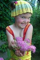 Желтенькая шапочка-розовый цветочек :)