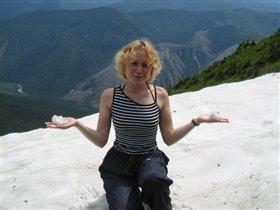 зима и лето встетились в горах в конце июня