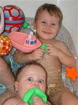 Братья купаются