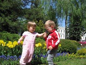 Лера со своим другом Егором познают природу