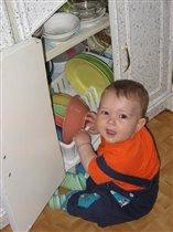 проверяю содержимое шкафчиков