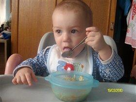 Ложка за маму, ложка за папу)))