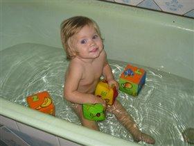 люблю играться в большой ванне