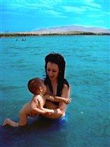 Я на море и в воде-Я с мамулечкой везде!