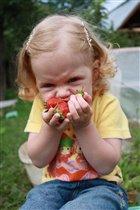 первые ягодки...очень вкусные!!!!!!!!!!