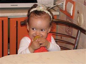 Первый раз ем лимон!