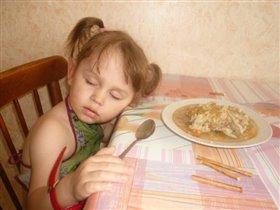 Уснула за обедом!