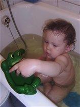 И лягушку помыть надо...