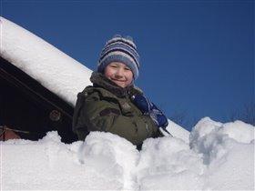 моя работа - снег с крыши убирать!