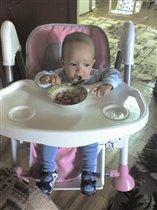Гоша кушает