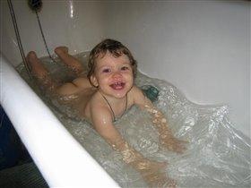 Эх!  Ванна моловата - развернуться негде!