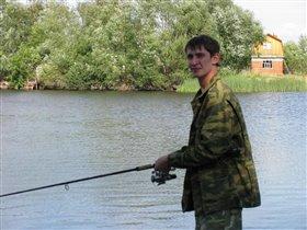 Наш папа на рыбалке!