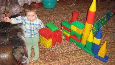 Илья будущий защитник и строитель