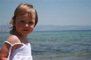 Девушка и море...