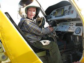 Будущий летчик...