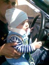Настоящий мужчина за рулём!
