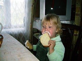 Очень вкусно - мороженое с хлебом!!!!