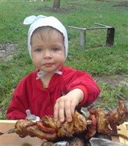 Эх, шашлык! Не детская это еда, но очень хочется!