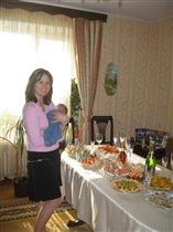 Принимаю первых гостей у мамы на руках! :-)   :-)