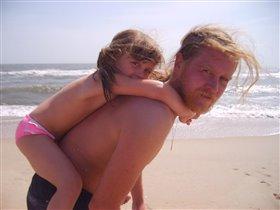 Юля с папой на море