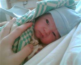 Вот и наш сынок в родильном зале