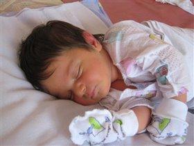 Сладко спящая малышка Людочка