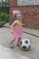 Начинающая футболистка