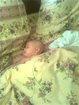 И кто придумал что спать нужно в кроватке?