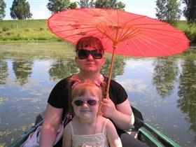 А у нашей мамы - зонтик самый-самый...