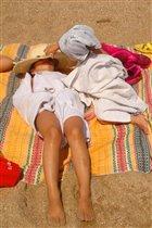 Спишь на пляже? Да?!
