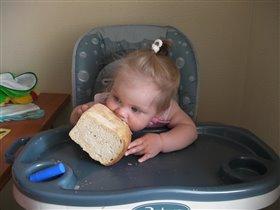 Держат родители на хлебе и воде :)