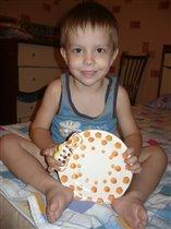 Макс с тарелкой