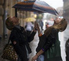 Радоваться дождику:)