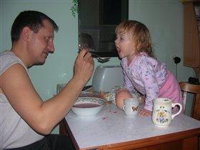 Что, дочь, мама не кормила?