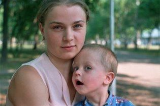 Молодая мама с сыном.