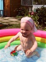 Первое купание в бассейне