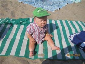 И чего притащили меня на пляж?! Лучше бы я спал дома