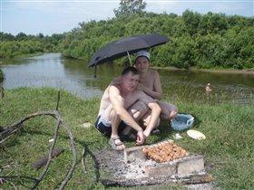 Мы под зонтиком сидим!