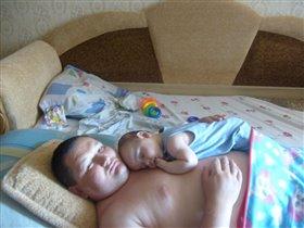 Папа уснул со своей капелькой