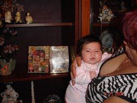 Дочка рядом с папиным фото